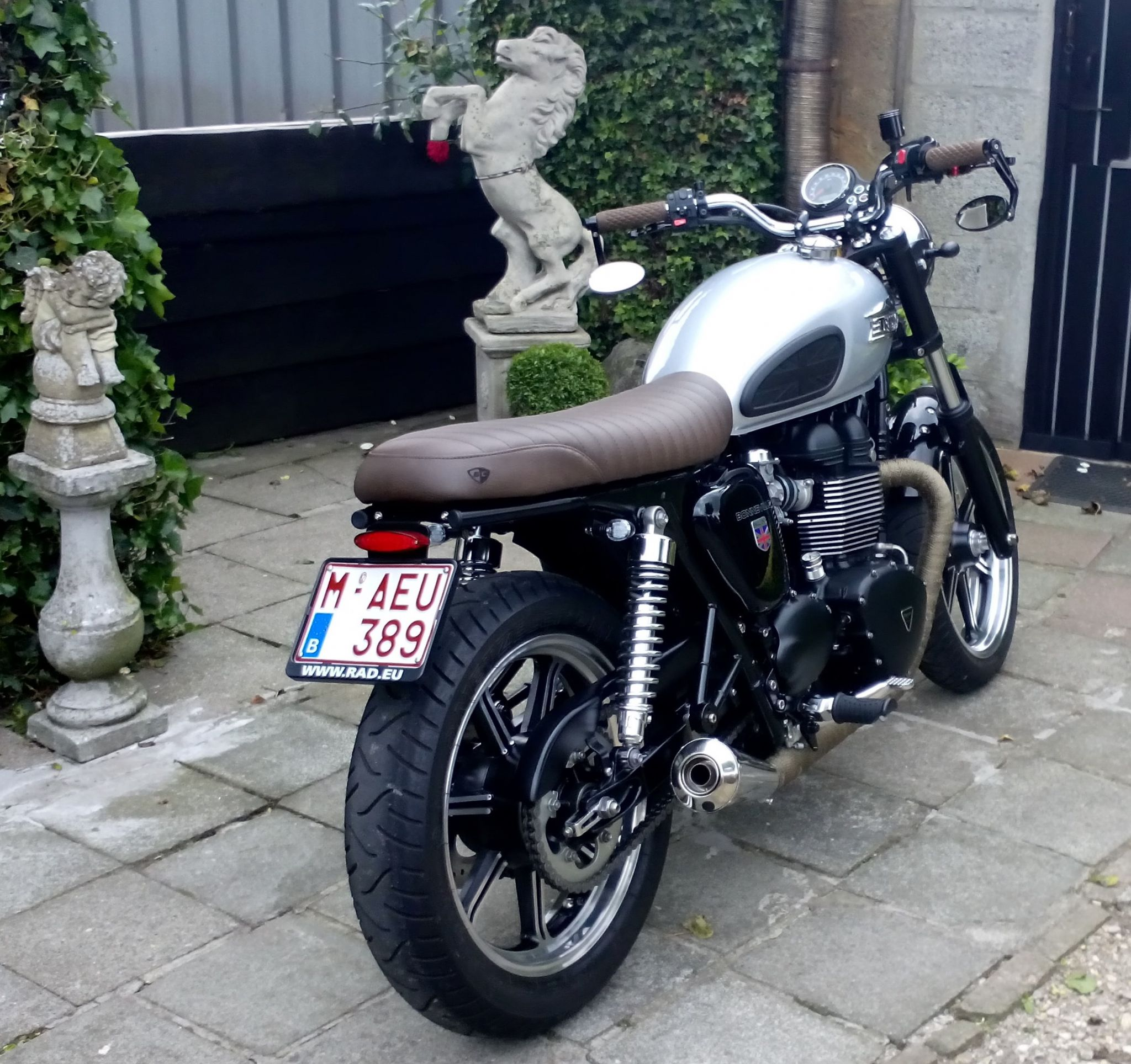 British Customs Brown Slammer Gel Seat Bonneville T100 Scrambler